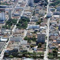 Vista aerea do centro da cidade, Теофилу-Отони