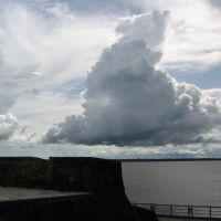 Nuvem/chuva e baía de Guajará, desde o Forte do Presépio (Forte do Castelo/Complexo Feliz Lusitânia), Belém, PA, Brasil., Белен