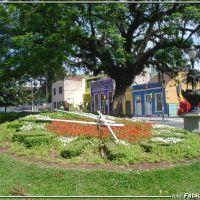 Relógio e Flores  - Praça Garibaldi - Foto: Fábio Barros  (www.cidade3d.uniblog.com.br), Куритиба
