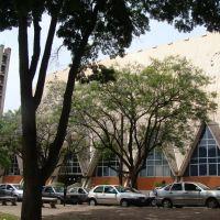 Praça Gabriel Martins e Catedral Metropolitano em Londrina - Paraná - Brasil, Лондрина