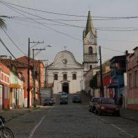 Vista diurna da Catedral no final da Rua João Régis em Paranaguá, PR., Паранагуа