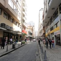 2011-Petrópolis-RJ: Rua 16 de Março - área comercial no centro da cidade, Петрополис