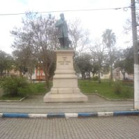 Estátua do Dr. Penna, Баге