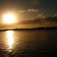 Sol nascendo sobre o canal de São Gonçalo, Pelotas, RS, Пелотас