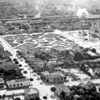 Vista aérea da Praça da Igreja São Bento - Década de 40, Марилия