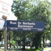 Rua Dr. Norberto Bachmann em dezembro de 2009 - a placa está errada!, Жоинвиле