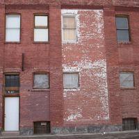 Red Brick Building, Покателло