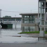Burlington, Iowa Amtrak Depot during flood of 08, Барлингтон