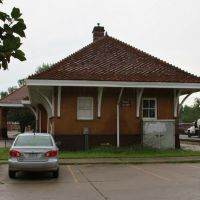 Former Rock Island Railroad Train Station, Iowa City, Iowa, July 2011, Блуэ Грасс