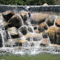 Center for the Arts waterfall, Ватерлоо