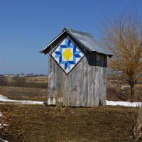 Quilt painted outhouse, Guthrie Center, Iowa, Гринфилд