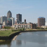 Des Moines skyline from SE of Principal Park, Де-Мойн