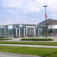 CenturyLink Center Omaha (Known as Qwest Center Omaha at the time of this Photo) -- The Convention Center is on the left side and the Arena is on the right side., Картер-Лейк