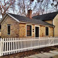 Historic Schindhelm-Drews House - Iowa City, Iowa, Осадж