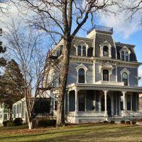 Historic Thomas C. Carson House - Iowa City, Iowa, Ред-Оак