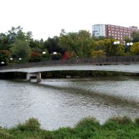 Pedestrian Bridge, Iowa River, near Art Center, Iowa City, Седар-Фоллс