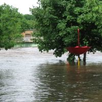 Flood of 2008: Cedar River behind The Library, Чарльс-Сити