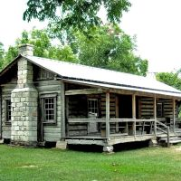 Mathews Log Cabin at the Clarke County Museum in Grove Hill, AL, Гров Хилл