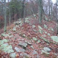 Rocky ridgeline of Double Oak Mountain, Карбон Хилл