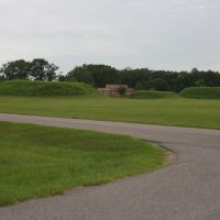 Mounds N, O, and P behind the museum. Moundville Archaeological Park. 7/6/2007, Маундвилл