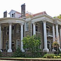 The Brownstone Manor - Built 1898, Селмонт