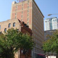 Redmont Hotel, Таррант