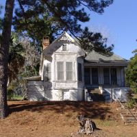 weathered Victorian house, overloooking Lake Jackson, Florala Ala (1-2-2012), Флорала