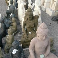 Handcarved stone statues, Кларкдейл