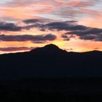 Sunset over mountains near Camp Verde, Парадайс-Вэлли