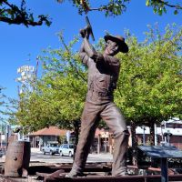 USA - AZ. Flagstaff. Walking the town - the Gandy Dancer sculpture..., Флагстафф