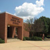 Magnolia Junior High School, Мак-Нейл
