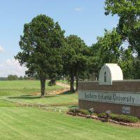 Southern Arkansas University, Мак-Нейл