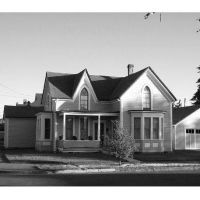 Victorian house with gothic windows, Albany, Oregon, Олбани