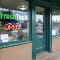 FreshTech exterior, opening day June 3, 2011, Пигготт
