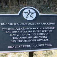 Bonnie and Clyde ambush site, 8 miles south of Gibsland La, Смаковер