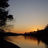 Lake Ouachita, Толлетт