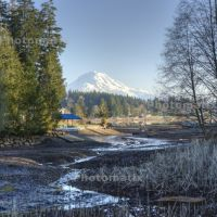 Mt. Rainier from the shore of Lake Tapps, Бонни-Лейк