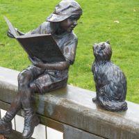 Girl Reading to Her Cat Statue, Longview Public Library, Longview Washington, Лонгвью