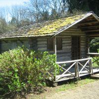 A Pioneer Log Cabin, Tumwater WA. 04-11-08, Олимпия