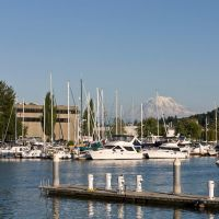 Foss Waterway, marina, and Mount Rainier, Такома