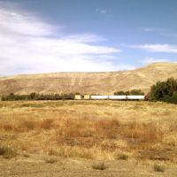 Looking north from the wooden play area on the Yakima Greenway as a train passes by, Якима