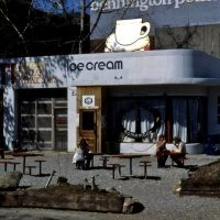 Original Ben & Jerry shop in Deco gas station, circa 1982, Берлингтон