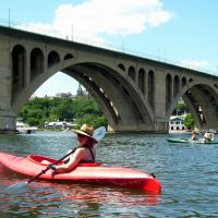 Kayakers near Key Bridge, Potomac River,  Georgetown, DC, Арлингтон