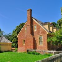 VIRGINIA: YORK COUNTY: YORKTOWN: Smith House (c. 1750, restored) , on Nelson Street west of Main Street, Йорктаун