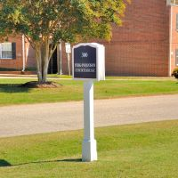 VIRGINIA: YORK COUNTY: YORKTOWN: York-Poquoson Courthouse, 300 Ballard Street road sign, Йорктаун