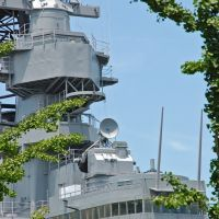 USA - VA - Norfolk - gardening with the USS Wisconsin? Robin Wood takes over?, Портсмут