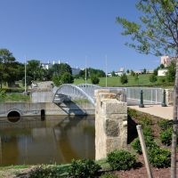 VIRGINIA: RICHMOND: Browns Island Park: Foundry Park Bridge: a shiny new footbridge across the Haxall Canal to South 5th Street, Ричмонд