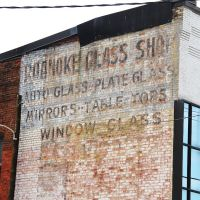 Old Roanoke Glass Shop Wall Signage, Роанок