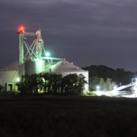 Perdue grain storage in operation at night, Hoskins Creek, Tappahannock, Virginia, Таппаханнок