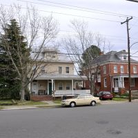 VIRGINIA: HAMPTON: classic houses: 329 and 331 on South Armistead Avenue, Хэмптон